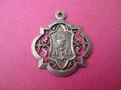 Médaille Religieuse Ancienne /Ciboire / Eucharistie//Début XXéme Siécle         CAN484 - Godsdienst & Esoterisme