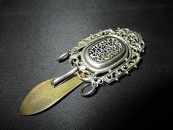 Ancien Crochet De Châtelaine Métal Argenté Et Bronze XIX ème - Jewels & Clocks