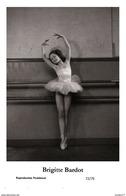 BRIGITTE BARDOT - Film Star Pin Up PHOTO POSTCARD- Publisher Swiftsure 2000 (72/76) - Postcards