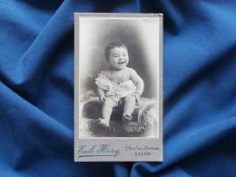 Photo CDV Emile Héry à Salon - Bébé Tout Nu Rigolant Vers 1900 L322A - Fotos
