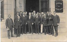 CARTE PHOTO Groupe D'Employés Devant La BANQUE Sté Générale - écrite - Postkaarten