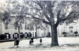 69 SAINT ANDEOL LE CHATEAU  UN COIN DE LA PLACE  PETITE ANIMATION - Autres Communes