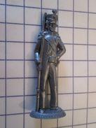 MOK1112 : MOKAREX  Figurine Publicitaire Années 50/60 Plastique Dur TIRAILLEUR CORSE Se Tire Ailleurs Quand ça Chauffe ! - Other