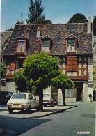 MONTLUCON (03) Maison Place Sainte Anne . Voiture - Montlucon