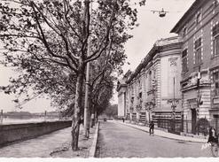 CPSM Dentelée (31) TOULOUSE Ecole Des Beaux-Arts Et Quai De La Daurade - Toulouse
