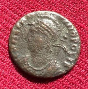 CONSTANTINOPOLIS AE 3, 2.38. Gr. IV C.A.D, (47) - 7. L'Empire Chrétien (307 à 363)