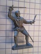 MOK714 : Figurine Publicitaire Années 50/60 Plastique Dur Mc CAIFFA : (THIERRY LA FRONDE) CAPITAINE CHANDOS - Figurines