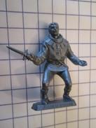 MOK714 : Figurine Publicitaire Années 50/60 Plastique Dur Mc CAIFFA : (THIERRY LA FRONDE) JEHAN LE LARRON - Figurines