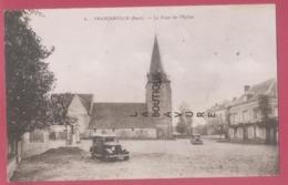 27 - FRANCHEVILLE-----La Place De L'Eglise---automobiles - Francia