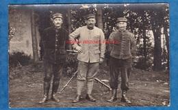 CPA Photo - Portrait D'un Poilu Du 125e Régiment D' Artillerie - Voir Uniforme - Mitrailleuse En Arrière Plan WW1 - Guerre 1914-18