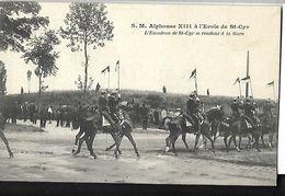 S. M Alphonse  XIII  à L'école De Saint - Cyr   L' Escadron De St Cyr Se Rendant à La Gare - Manifestations