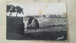 CPSM BIARRITZ- LA GRANDE PLAGE ET VUE SUR LE PHARE- - Biarritz
