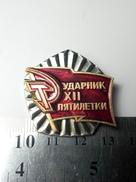 PROPAGANDA Best Employee Of The 12th Five-Year Plan Soviet Union Metal Badge Pin USSR 1986-1990 - Associations