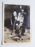 """AUSTIN HUSTIN Faisant Une Démonstration De Son """" Aérophor """" 1931 Copyright KEYSTONE View Cy ( Zie Foto's ) ! - Célébrités"""