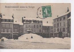 Cpa.88.Remiremont.Sous La Neige.Place De La Courtine.animé Personnage Et Luge - Remiremont