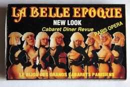 Boite D'allumettes Cabaret La Belle époque Paris Opéra Diner Revue Filles Seins Nus - Boites D'allumettes
