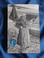 Sur La Côte Normande  Porteuse De Poisson à Côté D'une Barque - Ed. Le Littoral 416 - Circulée 1921 - L323 - Unclassified