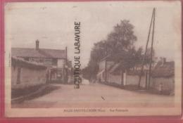 27 - BEAUX SAINTE CROIX---Rue Principale----animé---cpsm Pf - Francia