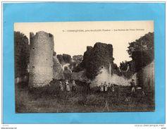 COMMEQUIERS - Groupe  Devant Les Ruines Du Vieux Chateau-écoutant Un Joueur Du Cor-années 1900-10 - Francia