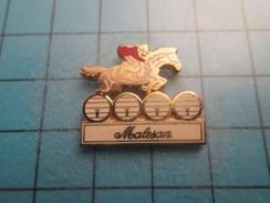 PIN1615b Pin's Pins / Rare , Grand Pin's  VIN MALESAN TONNEAUX CHEVAL EQUITATION FINDUS LASAGNES   ,  Belle Qualité ;  M - Boissons