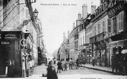 58. CPA COSNE SUR LOIRE. Rue De Paris. Commerces La Samaritaine, Ferronnerie Beau, Cyclistes. - Cosne Cours Sur Loire
