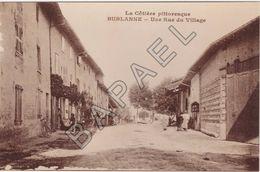 Bublanne (01) - Une Rue Du Village (Photographie D'une Carte Postale) - Reproductions