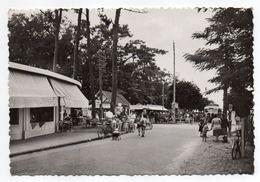 LA TREMBLADE-1957-Le Carrefour,avenue Camille Daniel Et Allées Gabriel (très Animée,vélo)- Belle Carte-cachet SAUJON - La Tremblade