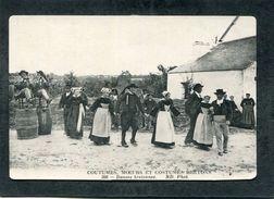 CPA - COUTUMES, MOEURS ET COSTUMES BRETONS - 366 - Danses Bretonnes, Très Animé - France
