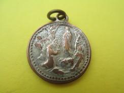 Médaille Religieuse Ancienne/ Marie/Grotte De Lourdes/Cinquantenaire De ND De Lourdes/ 1858-1908      CAN518 - Religion & Esotérisme