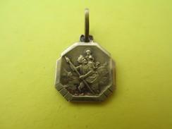 Mini-médaille Religieuse Ancienne/Saint Christophe/Voiture/Regardes St Christophe//Or-Argent /Début XXéme Siécle  CAN520 - Religión & Esoterismo