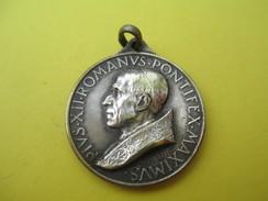 Médaille Religieuse Ancienne/Pie XII Pontf Maximus /Année Sainte/ 1950   CAN521 - Religión & Esoterismo