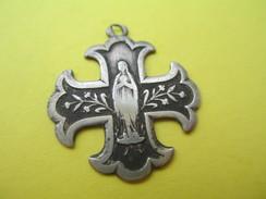 Médaille Religieuse Ancienne /Vierge Marie /Croix De Malte /Argent ?/Souvenir De ND De Lourdes/Fin XIXéme Siécle  CAN529 - Religión & Esoterismo
