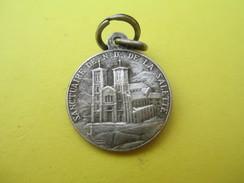 Mini Médaille Religieuse Ancienne /ND De La Salette / Sanctuaire /Début XXéme Siécle               CAN532 - Religion & Esotérisme