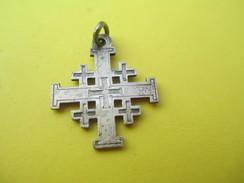 Médaille Religieuse Ancienne /Croix De Jérusalem /Début XXéme Siécle               CAN537 - Religión & Esoterismo