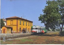 243 FER ALn 668.611 Brescello Reggio Emilia Rairoad Treain Railweys Treni Chemin De Fer Ansaldo Emilia Romagna - Gares - Avec Trains