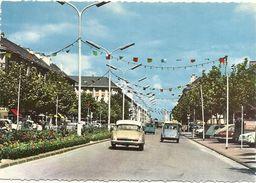 44    SAINT  NAZAIRE     AVENUE  DE  LA  REPUBLIQUE    ( VOITURES  DONT  DS ID  ET 2CV CITROEN ) - Saint Nazaire