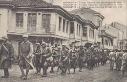 MONASTIR = BITOLA En Macédoine. Soldats Français Traversant La Ville. 1914-1918. - Guerre 1914-18