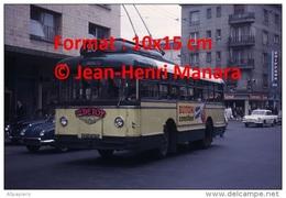 Photographie D´un Ancien Trolley Bus à Rouen Ligne 20 Avec Publicité Cidre Doux Detoy Et Buitoni Canelloni En 1965 - Reproductions