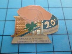 """Pin611b Pin's Pins : Rare Et Belle Qualité VILLES / """"Feuilles, Rateau ..."""" AMICALE DU PERSONNEL COMMUNAL DE COURRIERES - Villes"""
