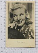 GINGER ROGERS - Vintage PHOTO POSTCARD (221-C) - Acteurs