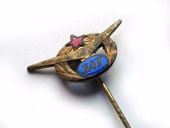 1960s JAT YUGOSLAV AIRLINES MINIATURE CABIN CREW BADGE Vintage Metal Pin - Badges D'équipage