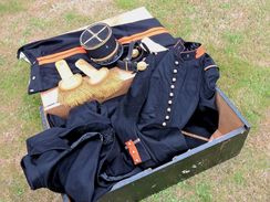 SUPERBE ENSEMBLE  MODELE 1931 GRANDE TENUE 4° REGIMENT ARTILLERIE !!!!!!!!!.. - Uniformes