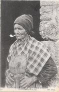 COUTUMES MOEURS Et COSTUMES BRETONS - Femme Fumant La Pipe  - ENCH - - Bretagne