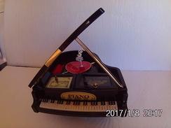 Boite à Musique Bijou Danseuse Libre Sur électro-aimant 20x24cm Grand-Modèle Fonctionne - Objets Dérivés
