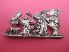Broche Fantaisie //Famille Japonaise/ /Bronze Doré / Début  XXéme Siécle     BIJ53 - Brooches