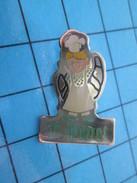 Pin611c Pin's Pins : Rare Et Belle Qualité ALIMENTATION / CROISSANT BOULANGERIE F PENET - Food