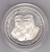 KUWAIT 2 DINARS 1976 SILVER PROOF ON OFFICIAL RED BOX - Koweït