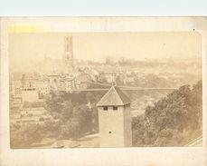 PHOTO - CDV - Datée; 1868 - PONT SUSPENDU De ZAEHRINGEN - FRIBOURG - Photographe; P. ROSSIER (7 X 10 Cm). - Places
