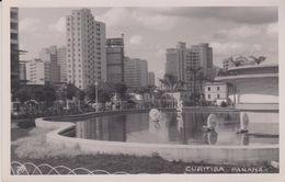CPSM 9X14 . BRESIL . CURITIBA . Parana  (Buildings Et Fontaine Aux Escargots ) - Curitiba