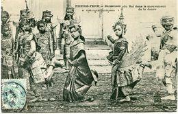 CAMBODGE CARTE POSTALE DE PHNOM-PENH DANSEUSES DU ROI DANS LE MOUVEMENT DE LA DANSE A DESTINATION DE LA FRANCE - Cambodia